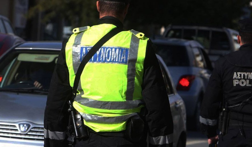 Nicosia: Car causes mayhem and hits off-duty police officer - Brothers arrested