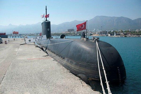 Turkish submarine docks at Kyrenia port (video)