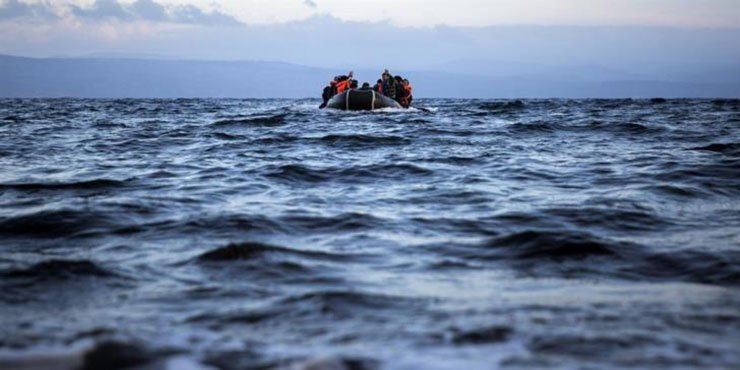 8 Syrian refugees come to shore in Latsi