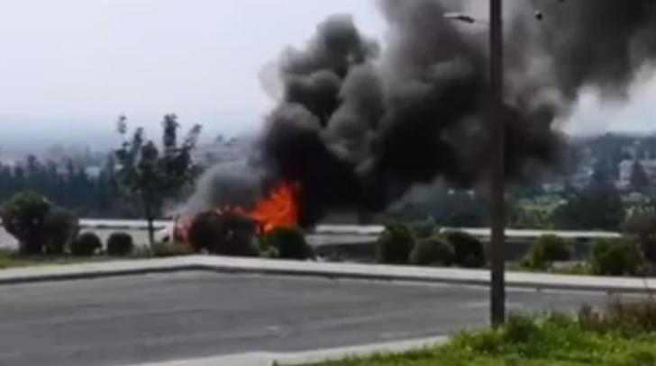 Limassol: Vehicle on the move catches fire (video)