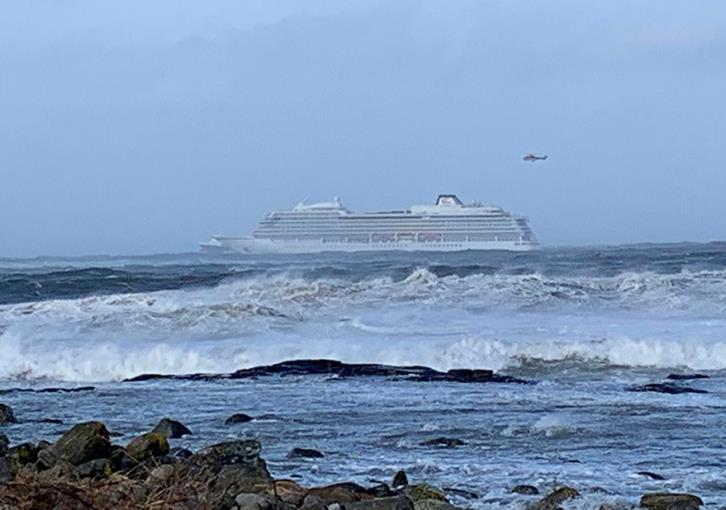 Cruise ship stalled off Norway