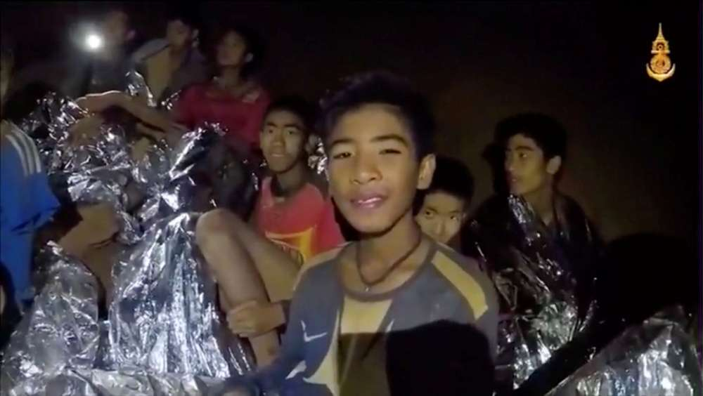 Trapped Thai team gets diving lessons as rescuers weigh extraction