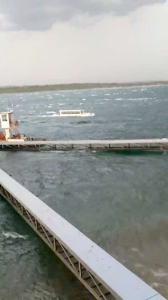 13 dead as Missouri storm sinks 'duck boat'