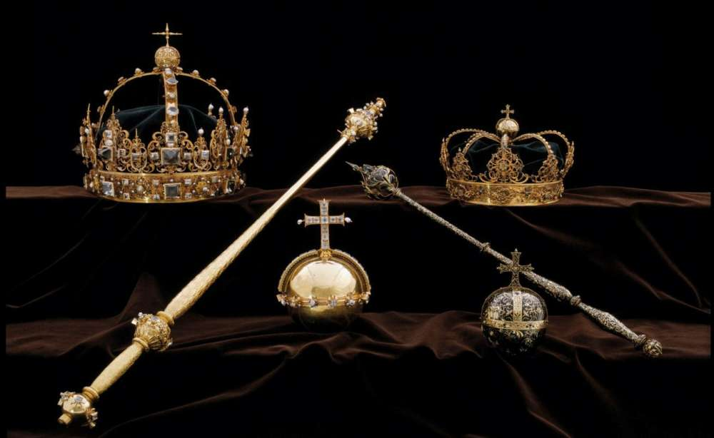 Thieves steal Swedish royal crowns