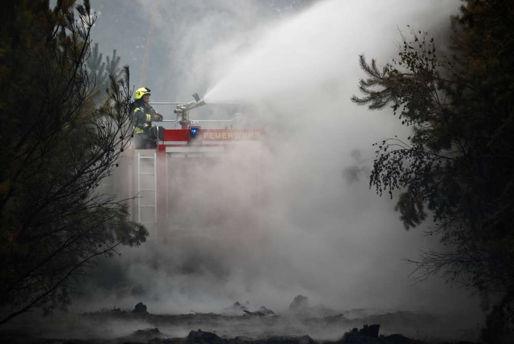 Hundreds evacuated as forest fire sends smoke over Berlin