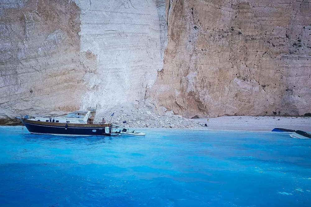 Tourists injured after rockfall at pristine beach in Zakynthos (video)