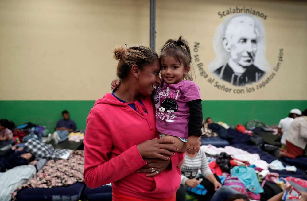 Trump warns Mexico on migrant caravan