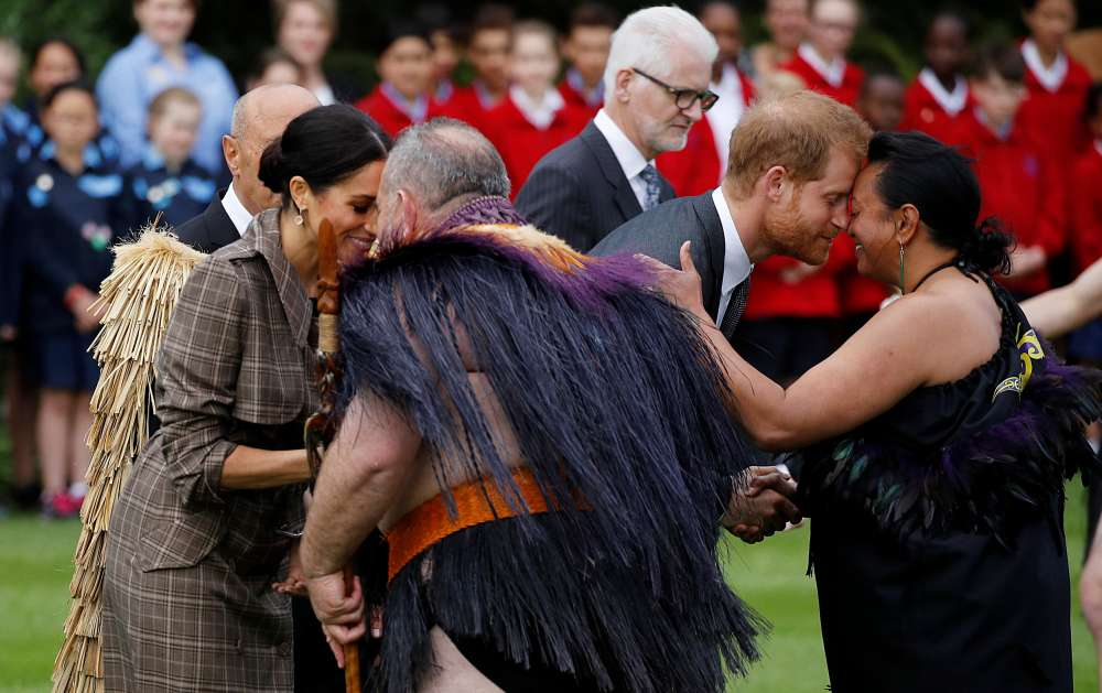 Maori greeting for Meghan and Harry in New Zealand (photos)