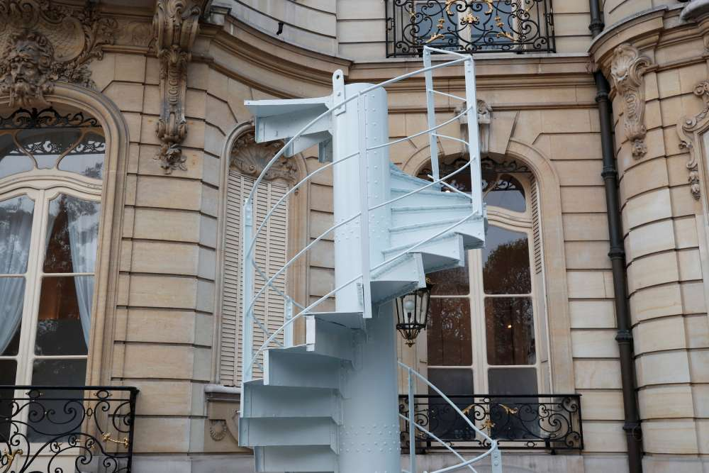 Piece of Eiffel Tower staircase sells for 169