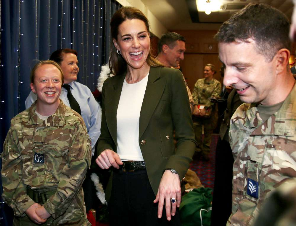 Prince William and Kate thank British troops in Cyprus (pictures)