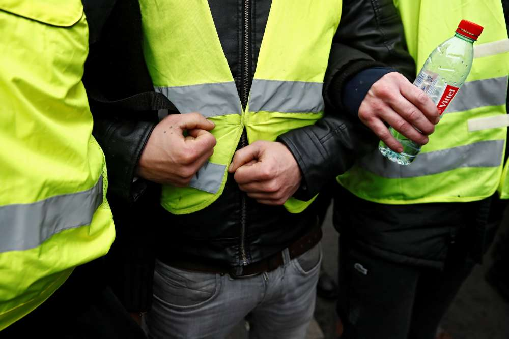 Few turn out for French 'yellow vest' protests