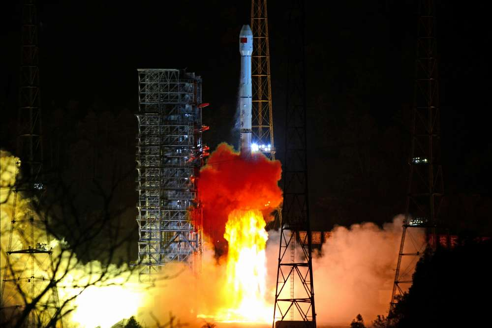 Chinese probe lands on dark side of the moon (video)