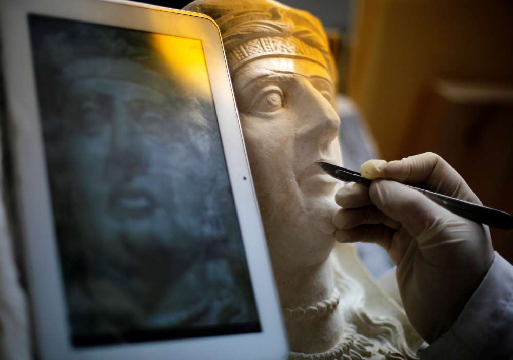 Archaeologists restore ancient Palmyra artefacts in Damascus museum