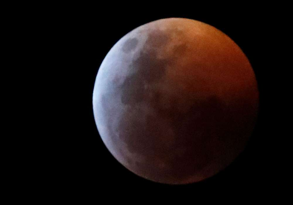 Bitter cold cancels some U.S. lunar eclipse festivities