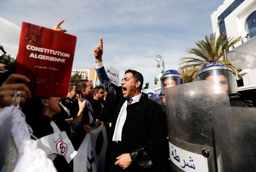 Tens of thousands of Algerians protest against Bouteflika