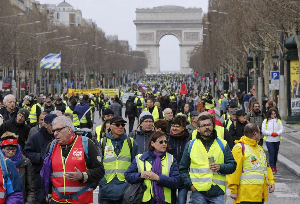 Turnout falls to lowest yet in French 'yellow vest' protests