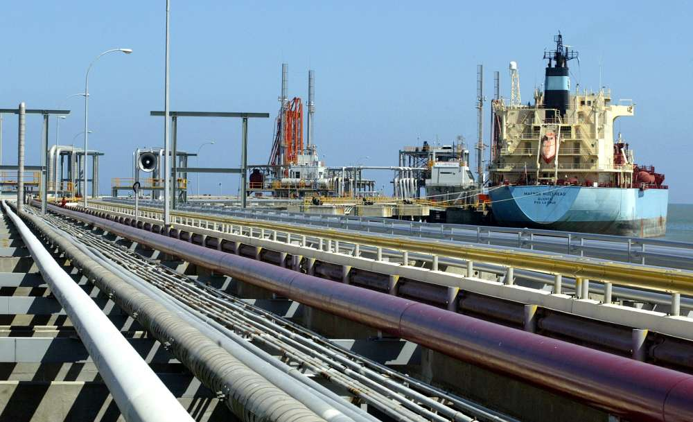 Venezuela reports collapse in oil supply