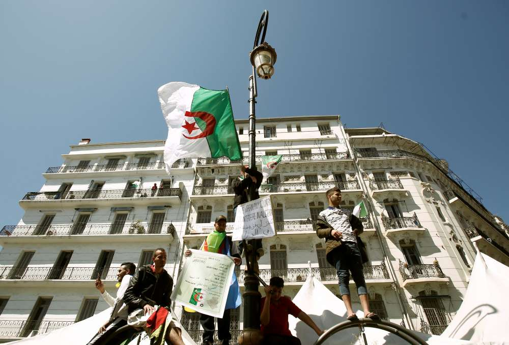 Hundreds of thousands of Algerians march against Bouteflika