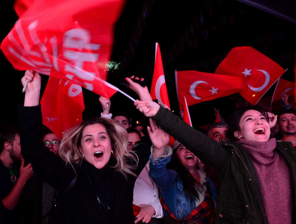 Poll observers raise concerns over curbs on freedom in Turkey