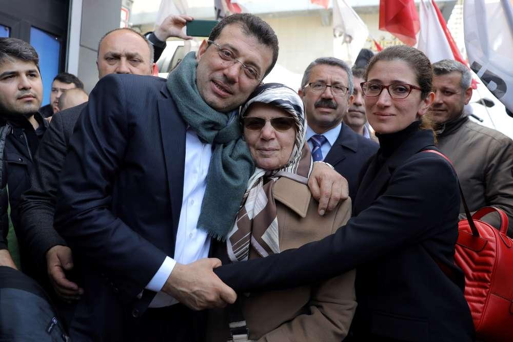 Turkish lira turns positive; Istanbul slips from Erdogan
