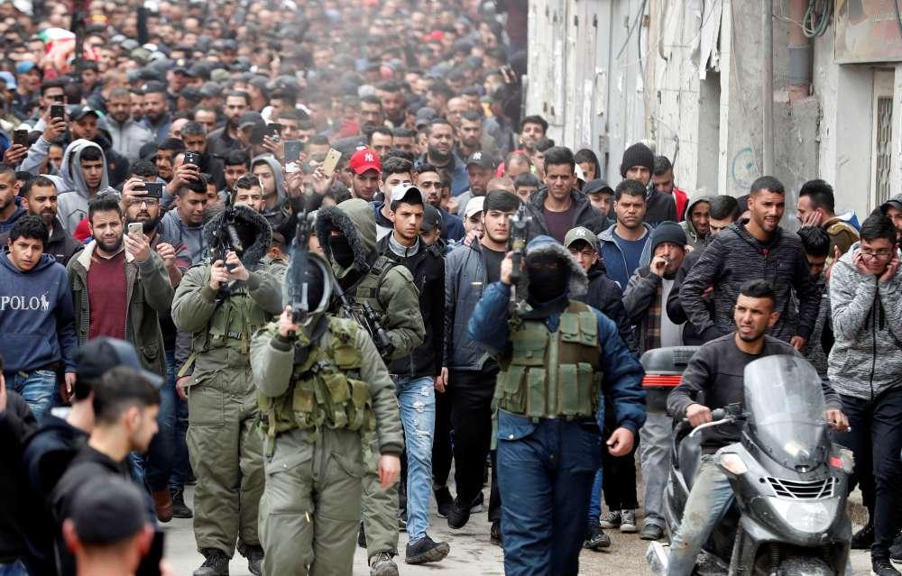 Palestinian tries to stab WBank settler
