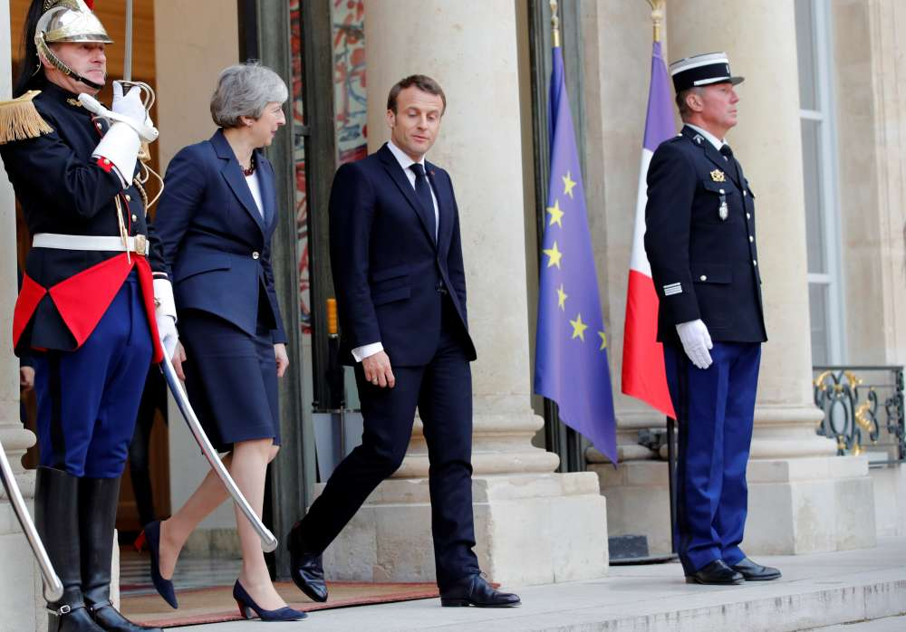 EU to agree Brexit delay but France pushes for conditions
