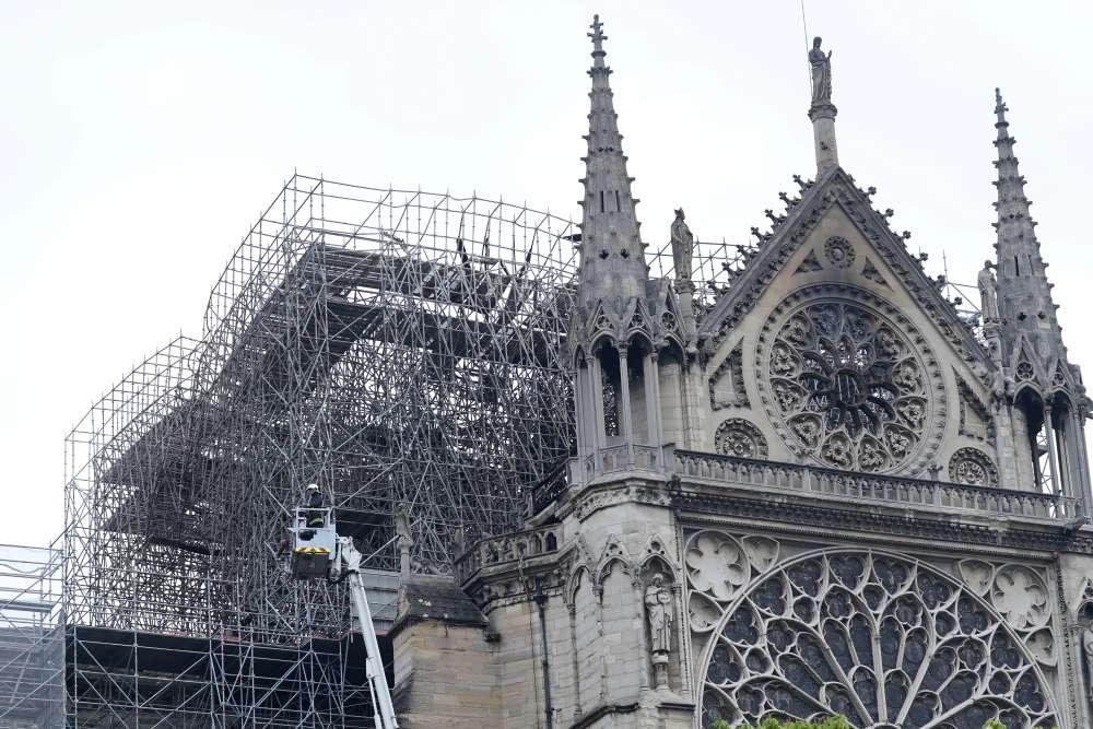 Notre-Dame smoulders as investigation begins