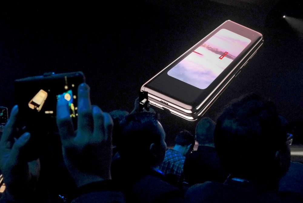 Samsung retrieving all Galaxy Fold samples after defect reports -source