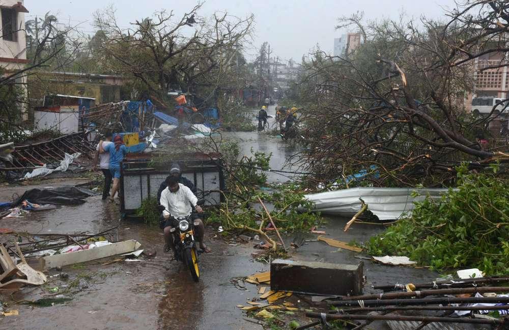 India cyclone kills at least 33
