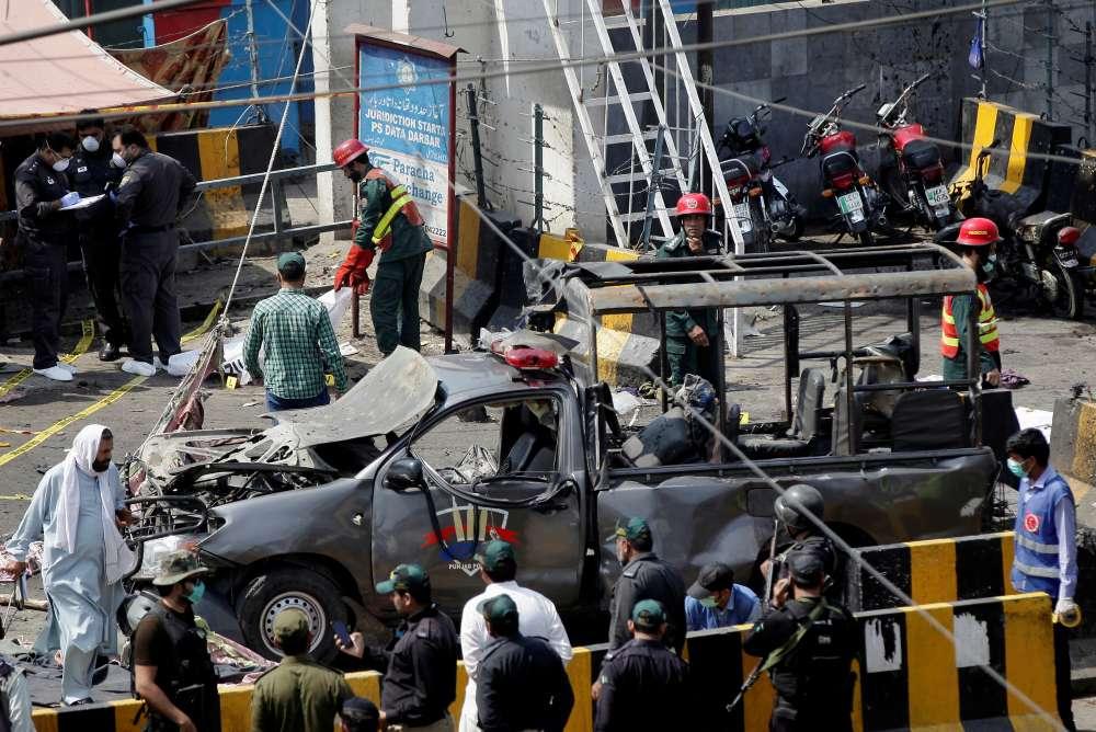 Blast near shrine in Pakistan