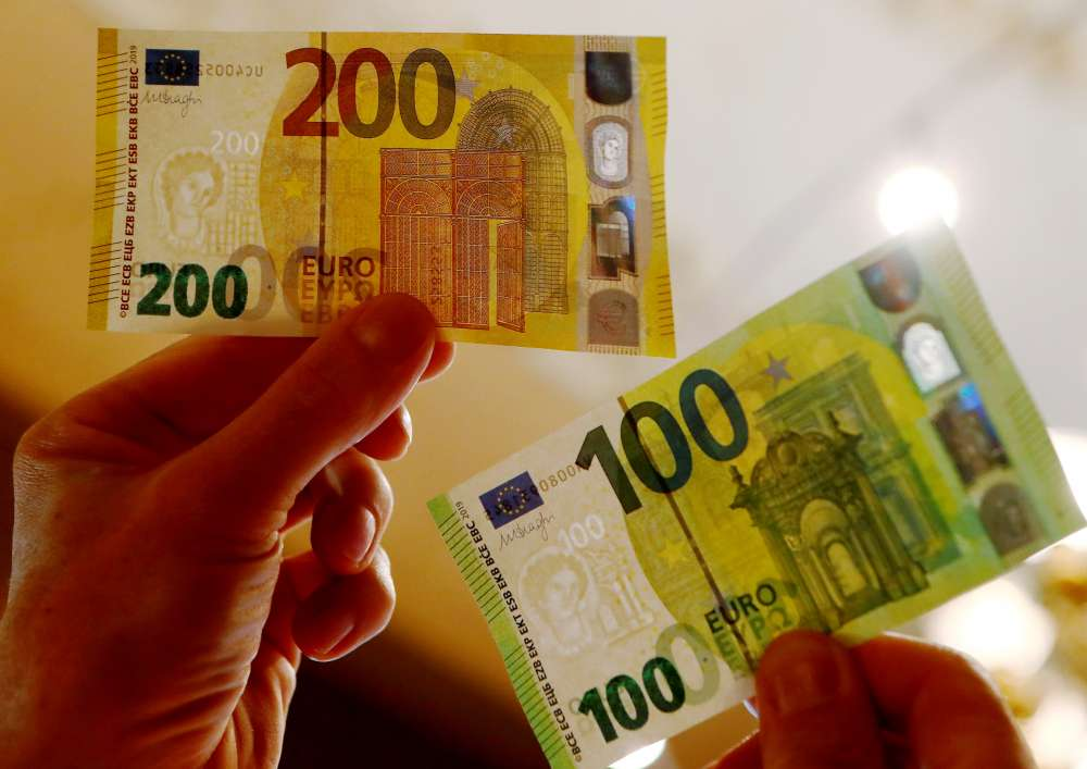 New €100 and €200 banknotes in circulation today