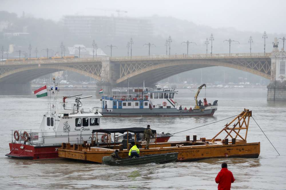 Eight killed in Hungarian boat capsize