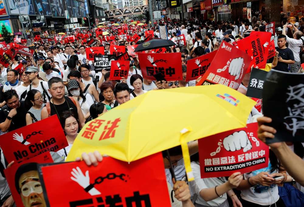 Tens of thousands gather in Hong Kong for rally against China extradition bill (pics)