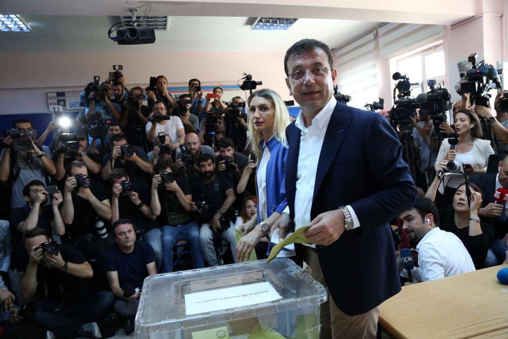 Opposition leads in Istanbul vote seen as test for Erdogan