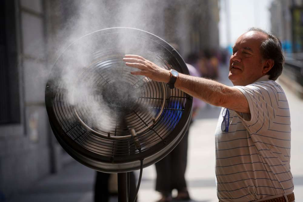 France roasts in record high temperatures