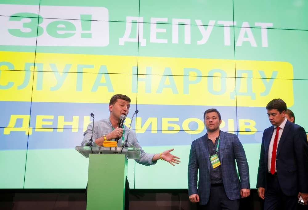 Ukraine president on course for unprecedented majority after election win