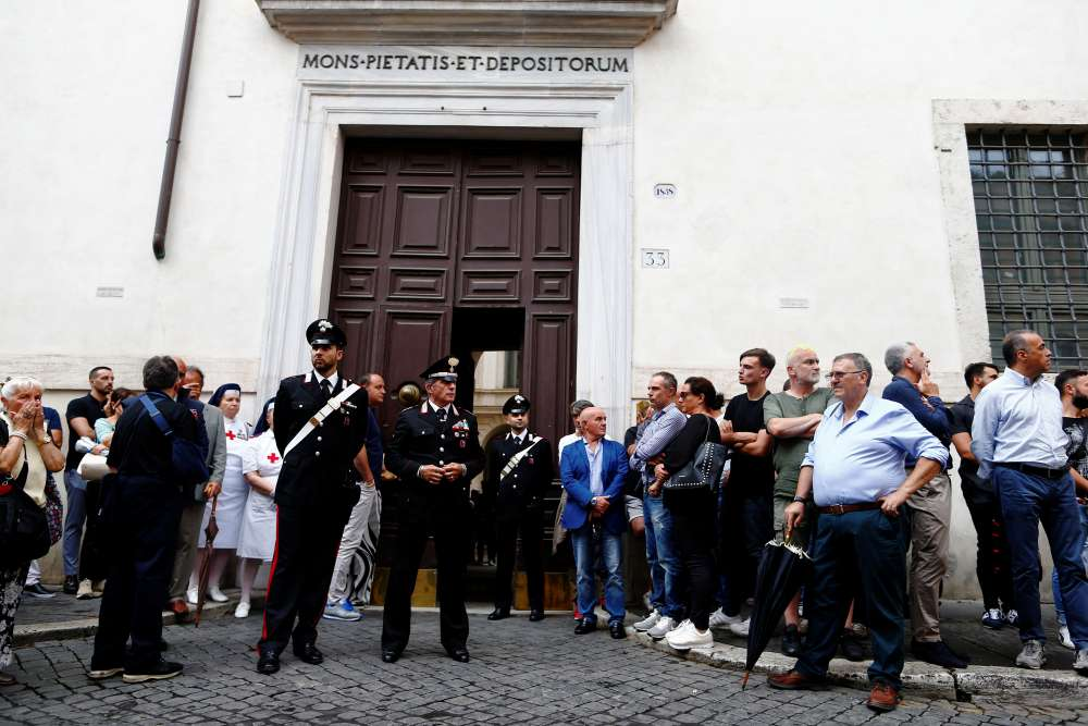 Italian police investigate picture of blindfolded U.S. murder suspect