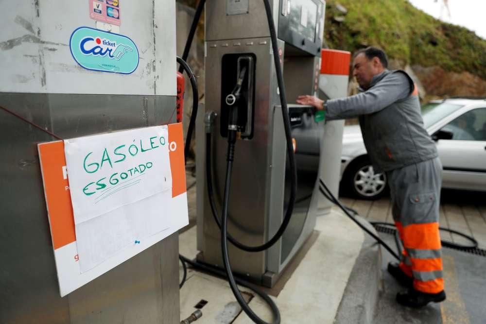 Portuguese fuel drivers strike