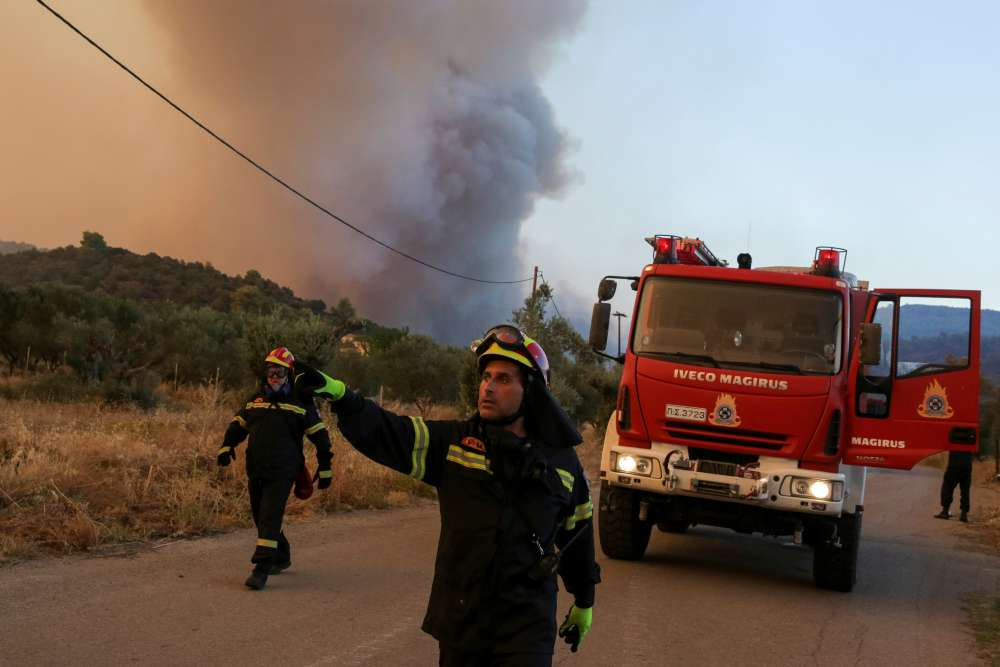 Cyprus offers help to combat fire in Evia