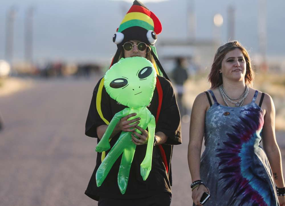 Area 51 raid lures festive UFO hunters to Nevada desert; 5 arrested (pics)