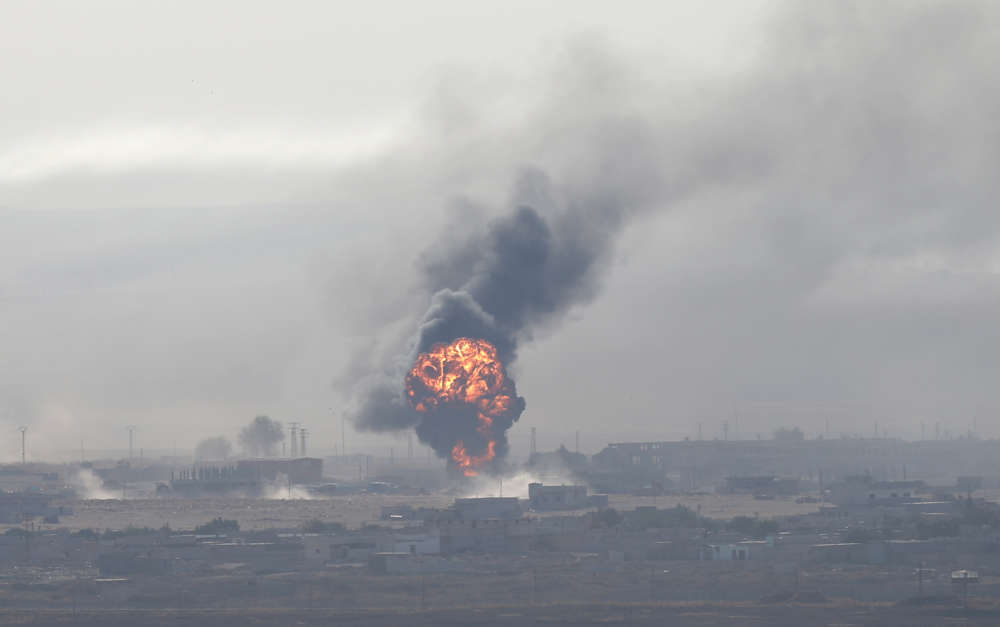 Turkish forces intensify bombardment around Syrian town - 143 killed so far (pics)