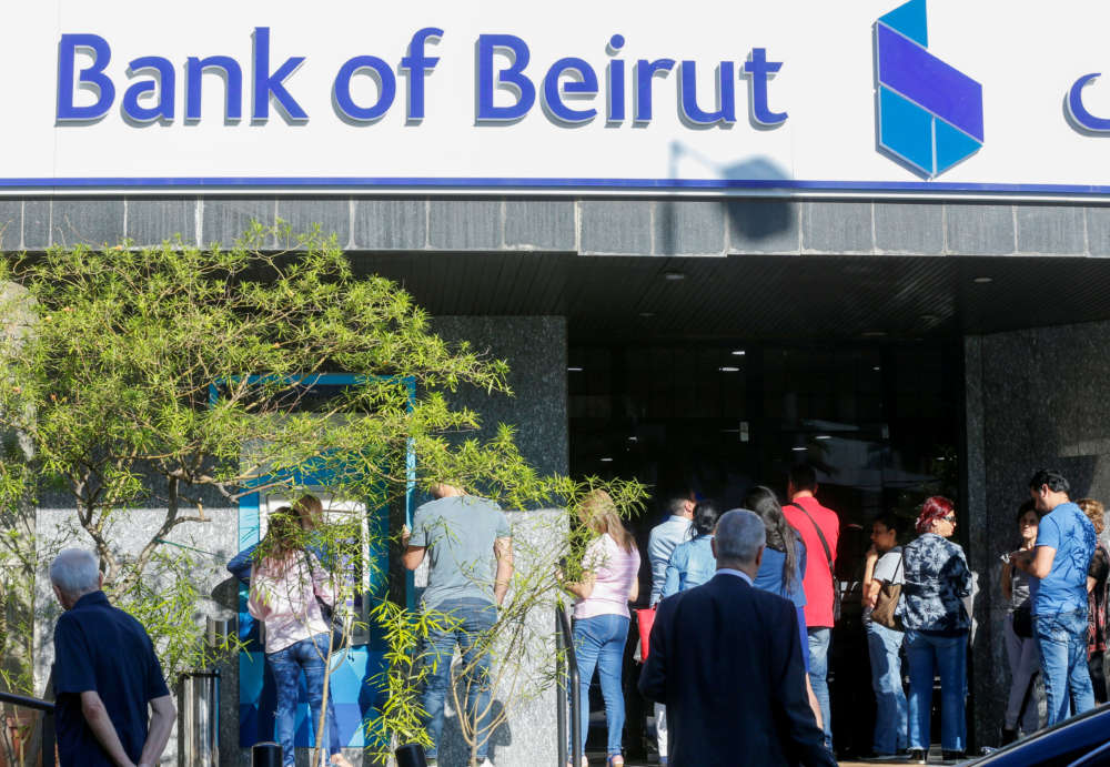 Lebanese central bank tells banks to cap deposit interest rates