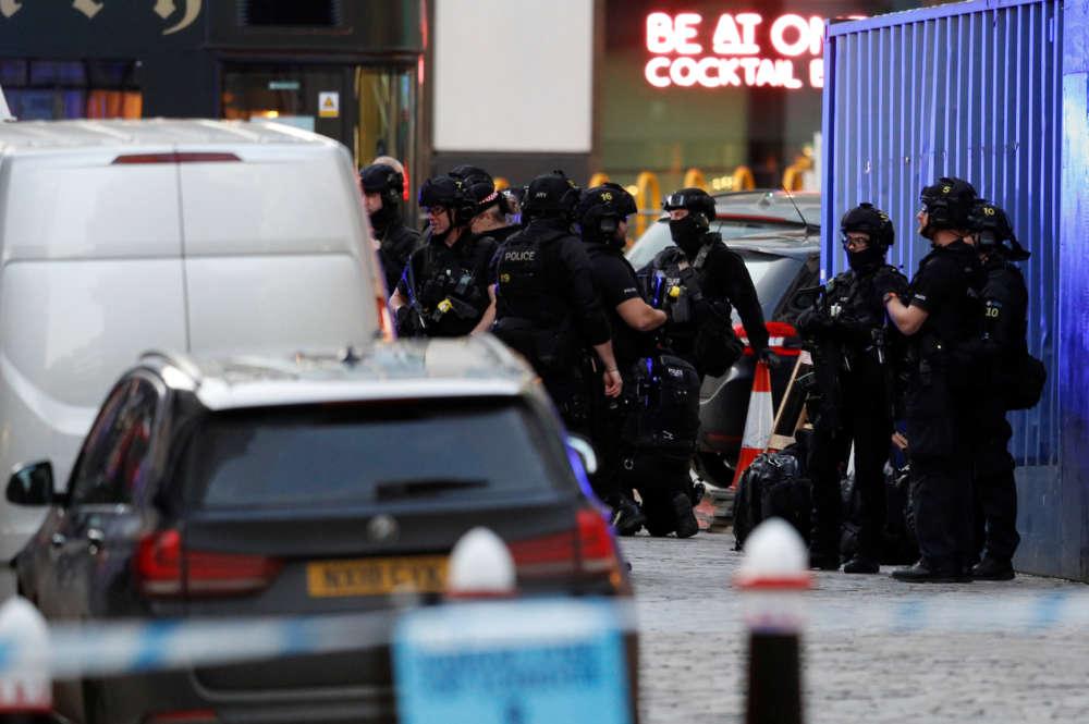Police shoot knife man dead on London Bridge