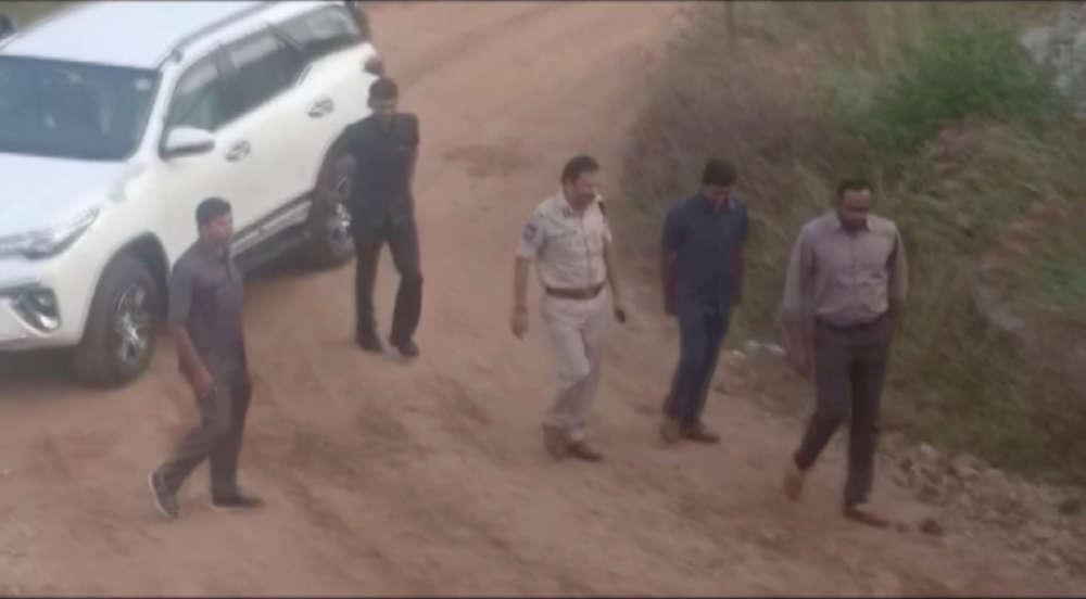 Indian police kill 4 men suspected of gang rape
