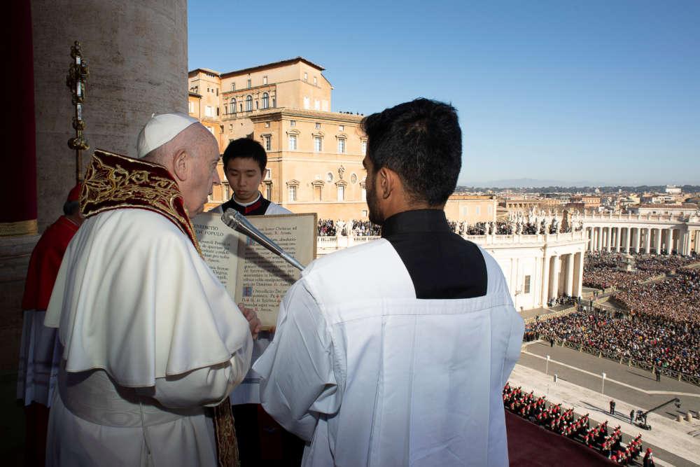 Pope defends migrants