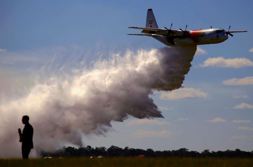 Canadian air tanker fighting Australia bushfires crashes