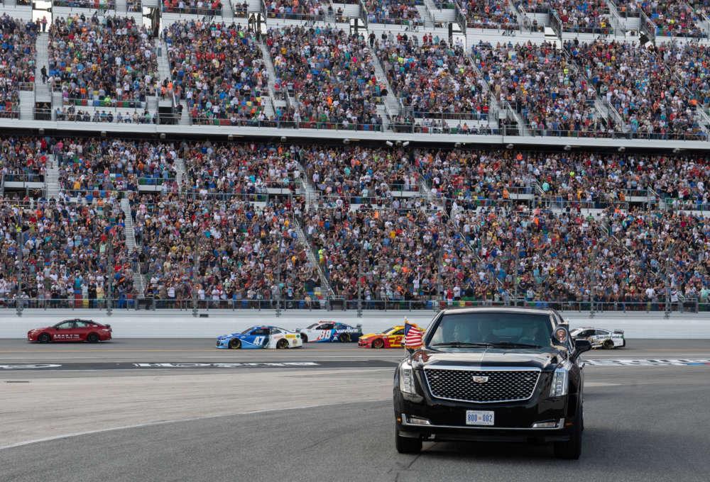 Trump kicks off Daytona 500 race crowd with limo loop