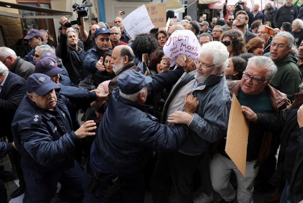 Coronavirus: Protest at Ledra Street over checkpoints closing; president defends decision