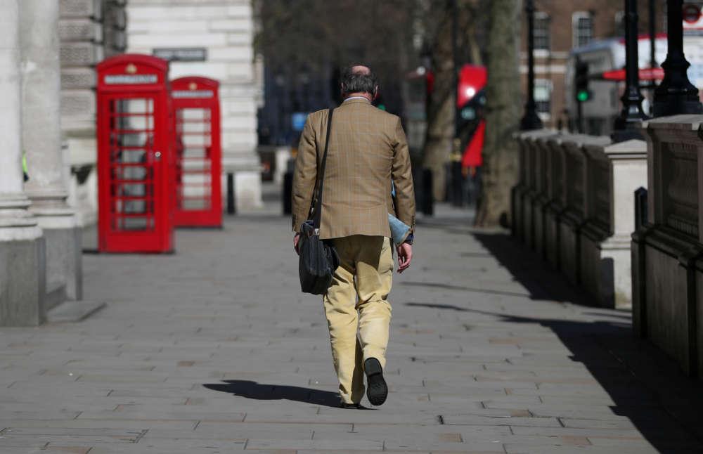 London volunteers feed nurses for free as coronavirus deaths surge