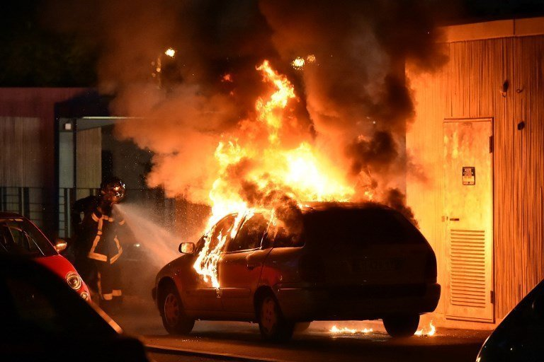France to consider state of emergency to prevent riots recurring
